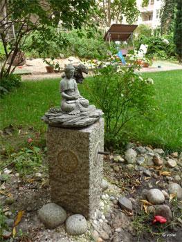 Buddhastatue auf Brunnen