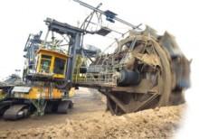 Bagger im Braunkohletagebau