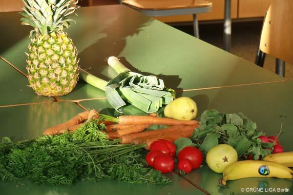 Gemüse auf einem Schultisch