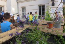 ProjekAuftakt in der Notunterkunft im Rathaus Wilmersdorf