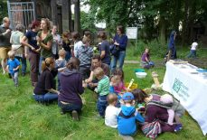 Kinder und Jugendliche beim Langen Tag der Stadtnatur.