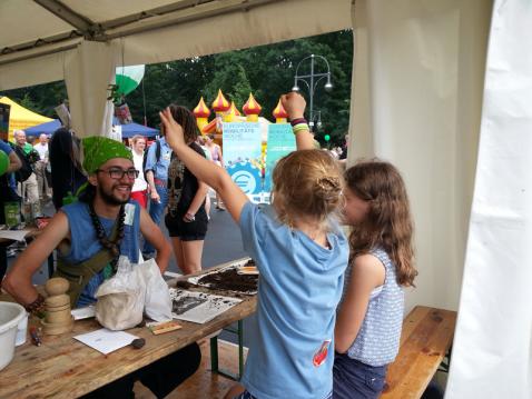 umweltfestival-best-practice-aktion mit Kindern
