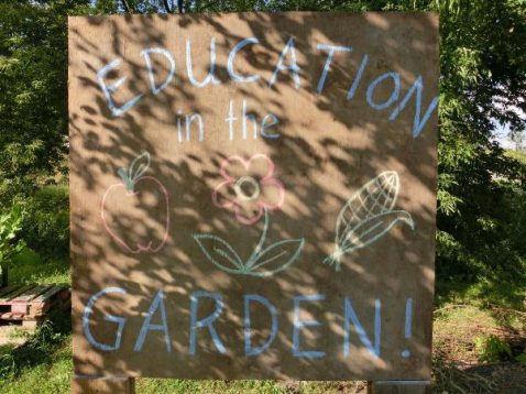 Schild Education in Garden!